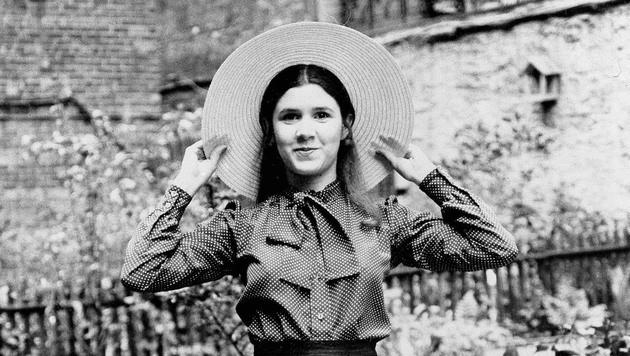 Carrie Fisher posiert im Alter von 16 Jahren im Garten ihres Elternhauses. (Bild: AP)