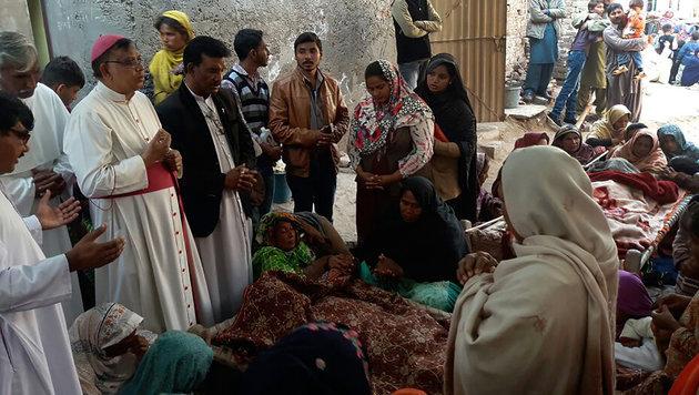 Pakistan: 144 Menschen wurden nach dem Alkoholkonsum eingeliefert, 20 sind in kritischem Zustand. (Bild: AFP)