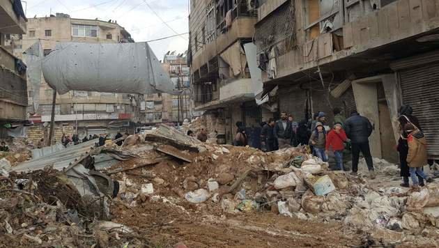Russen entdecken Massengräber in Aleppo (Bild: AFP)