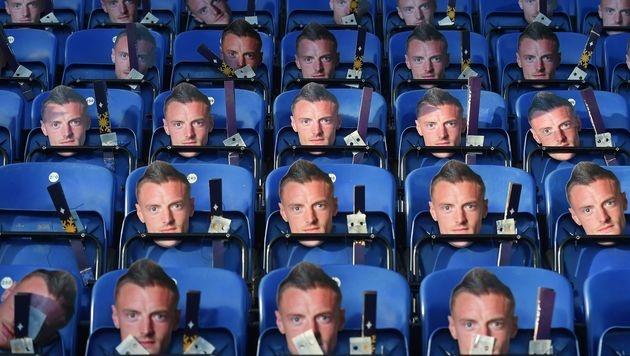 Bei Leicester City ist das ganze Stadion mit Vardy-Masken voll - aus Protest gegen seine Sperre. (Bild: APA/AFP/PAUL ELLIS)