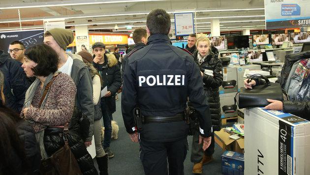 Wien: Frühstücks-Shopping lockte Schnäppchenjäger (Bild: Peter Tomschi)