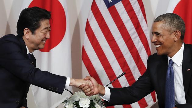 Obama und Abe gedachten der Opfer von Pearl Harbor (Bild: AP)