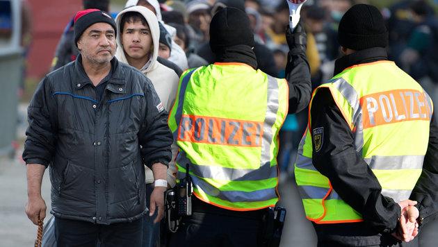 Deutschland schickte uns 15.000 Migranten zurück (Bild: dpa/Sebastian Kahnert, APA/BARBARA GINDL)