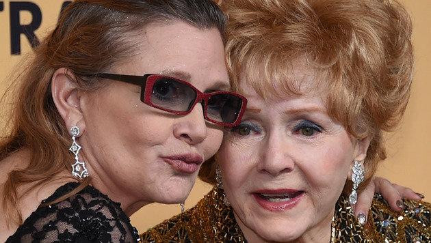 Debbie Reynolds mit Tochter Carrie Fisher im Jahr 2015 (Bild: APA/AFP/GETTY IMAGES/ETHAN MILLER)