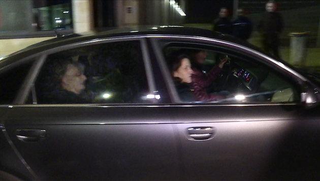 Jacqueline Sauvage während ihres Transports aus dem Gefängnis (Bild: APA/AFP/VIKEN KANTARCI)