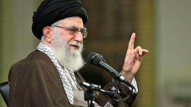 Irans religiöser Führer Ayatollah Ali Khamenei strebt eine Schiiten-Achse in den Libanon an. (Bild: APA/AFP/KHAMENEI.IR/HO)