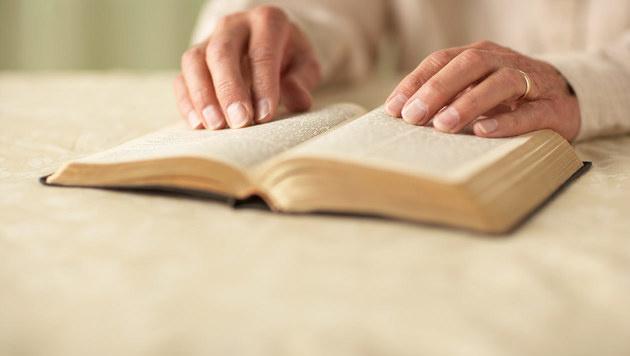 Afghane sticht in OÖ auf Bibelvorleserin ein (Bild: thinkstockphotos.de)