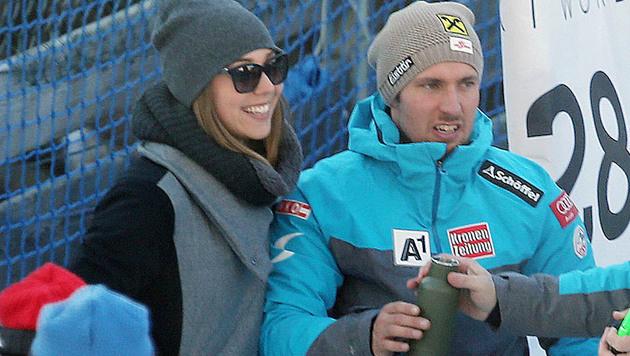 Hirscher-Freundin Laura freut sich mit Marcel über Platz zwei in der Santa-Caterina-Kombination. (Bild: Christof Birbaumer)