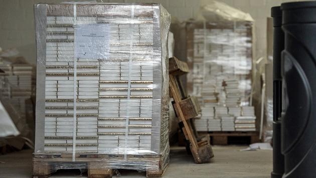 Die im November in Deutschland beschlagnahmten Koran-Ausgaben (Bild: APA/dpa/Wolfram Kastl)