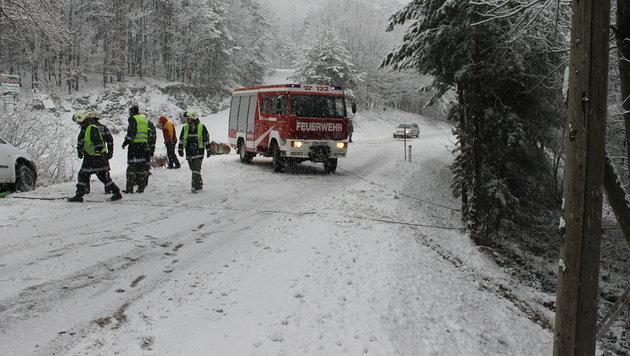 Immer wieder kommt es in Ostösterreich wegen der winterlichen Fahrbahnverhältnisse zu Unfällen. (Bild: FF Bernstein)