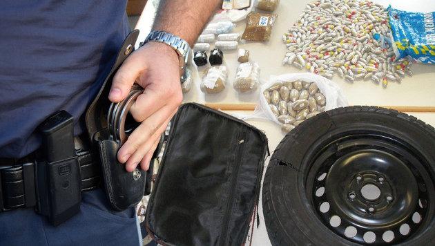 Polizei zerschlägt Drogenring: 50 Festnahmen (Bild: LPD-WIEN, APA/BARBARA GINDL)