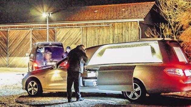 Die Kriminalpolizei sicherte am Tatort die Spuren, das Motiv ist noch unklar. (Bild: Markus Tschepp)