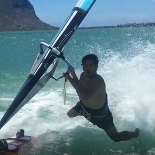 Kokosnuss nach Crash - Surf-Paradies auf Mauritius (Bild: Max Matissek)
