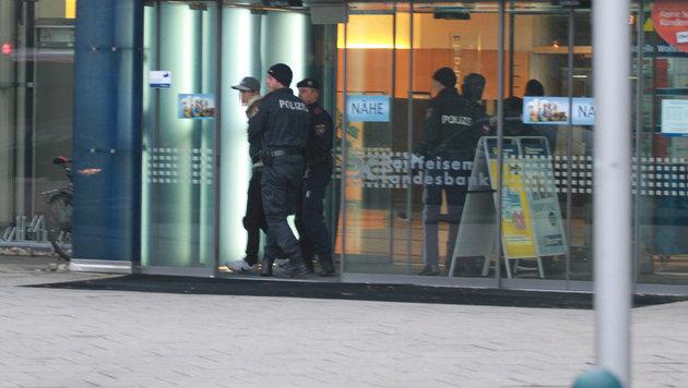Duo wollte Beute in Bank eintauschen - Festnahme! (Bild: Christoph Gantner)