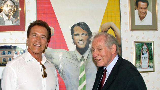 Schwarzenegger und Krainer 2011 im Schwarzenegger-Museum in Thal bei Graz (Bild: APA/ARNIE'S LIFE)