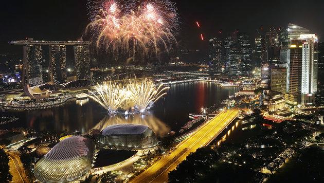 Feuerwerk über Singapur (Bild: AP)