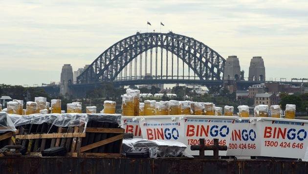 Hier ist ein Teil der Feuerwerkskörper zu sehen, die in Sydney abgefeuert wurden. (Bild: APA/AFP/SAEED KHAN)