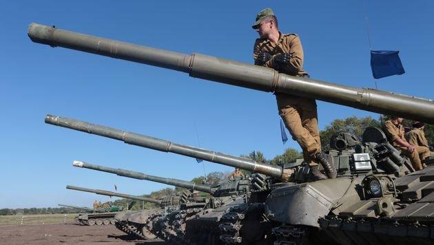 Prorussische Panzereinheiten in Donezk (Bild: APA/AFP/ALEKSEY FILIPPOV)