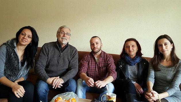 Norbert Ceipek mit seinem Team in seinem bulgarischen Betreuungszentrum (Bild: privat)