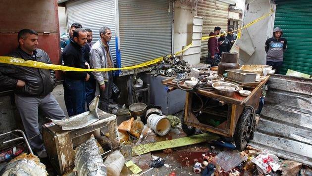 Doppelanschlag auf belebtem Markt: Dutzende Tote (Bild: APA/AFP/SABAH ARAR)