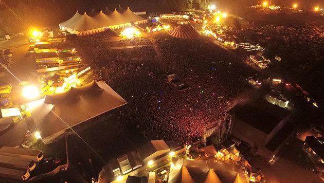 Die Partylaune auf diesem Festivalgelände schlug binnen weniger Sekunden in Panik um. (Bild: facebook.com/fallsfestival)