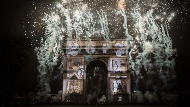 Die Welt hat das Jahr 2017 ausgelassen begrüßt (Bild: APA/AFP/LIONEL BONAVENTURE)
