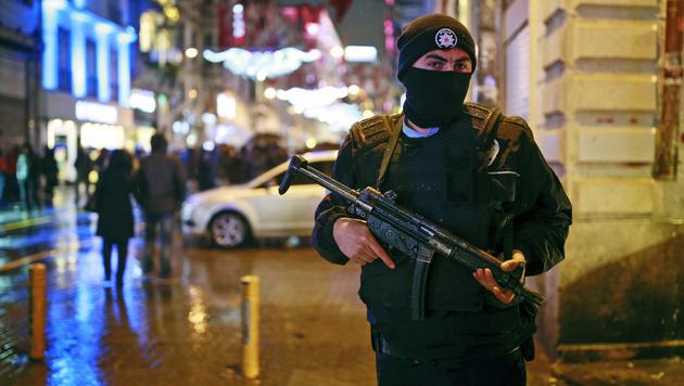 Istanbul: Dutzende Tote bei Angriff auf Nachtclub (Bild: AP)