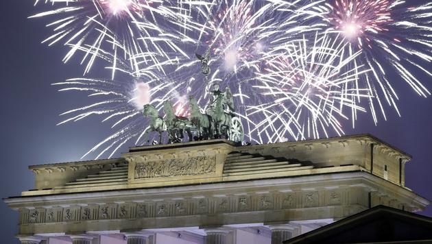 Die Welt hat das Jahr 2017 ausgelassen begrüßt (Bild: AP)