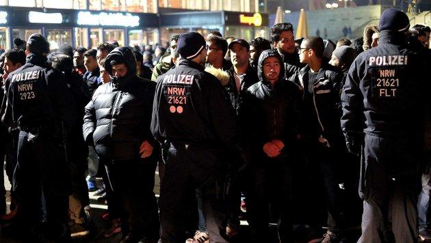 Kölner Polizei für Einsatz zu Silvester in Kritik (Bild: AFP or licensors)
