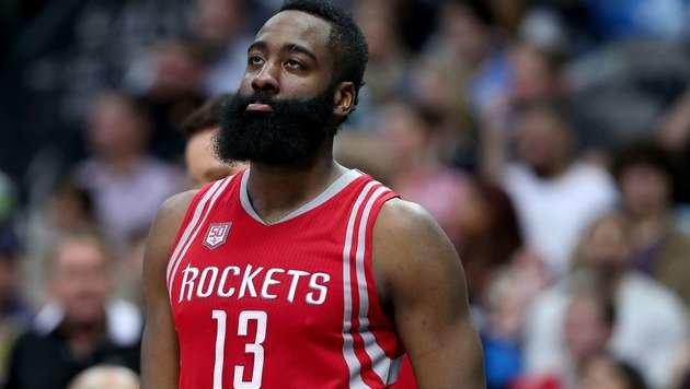 NBA-Ass Harden zeigt mit historischer Leistung auf (Bild: APA/AFP/GETTY IMAGES/TOM PENNINGTON)
