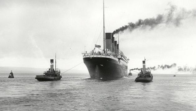 """Die """"Titanic"""" wird bei ihrer Jungfernfahrt im April 1912 aus dem Belfaster Hafen geschleppt. (Bild: Ulster Folk & Transport Museum)"""