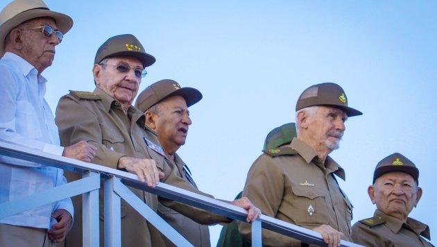 Kuba ehrte Fidel Castro mit Militärparade (Bild: AFP)