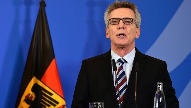 Der deutsche Innenminister Thomas de Maiziere wehrt sich gegen die Attacken aus Ankara. (Bild: AFP)