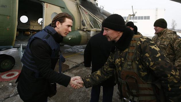 Außenminister Kurz während seines Besuchs in der Ostukraine (Bild: APA/BMEIA/DRAGAN TATIC)