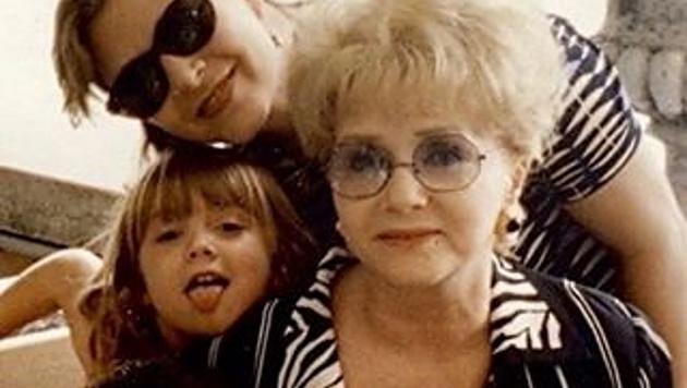 Billie Lourd trauert um ihre Mama Carrie Fisher und ihre Oma Debbie Reynolds. (Bild: instagram.com/praisethelourd)