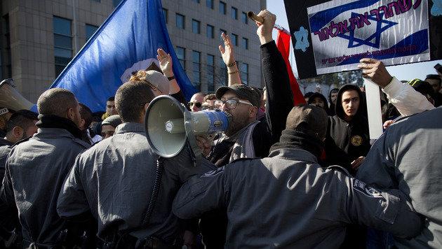 Ein Schuldspruch wühlt Israel auf wie selten zuvor (Bild: Associated Press)