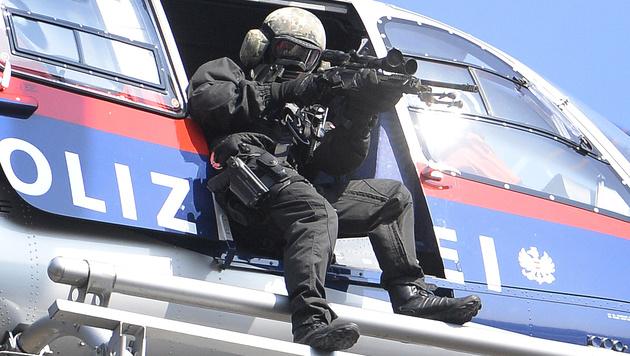 Anti-Terror-Einsatz der Cobra (Bild: APA/ROBERT JAEGER)