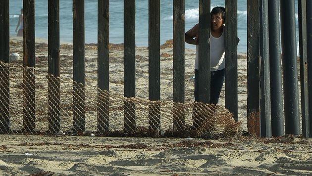 Ein Grenzzaun zwischen den USA und Mexiko (Bild: MARK RALSTON/AFP/picturedesk.com)