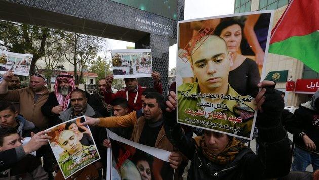Palästinensische Gegendemonstranten (Bild: EPA)