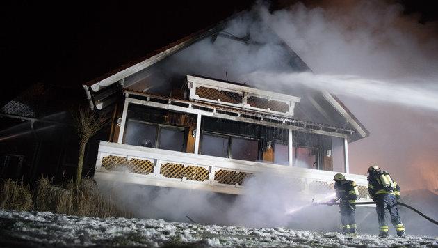 Wohnhausbrand entpuppt sich als Familientragödie (Bild: APA/FOTOKERSCHI.AT/WERNER KERSCHBAUMMAYR)