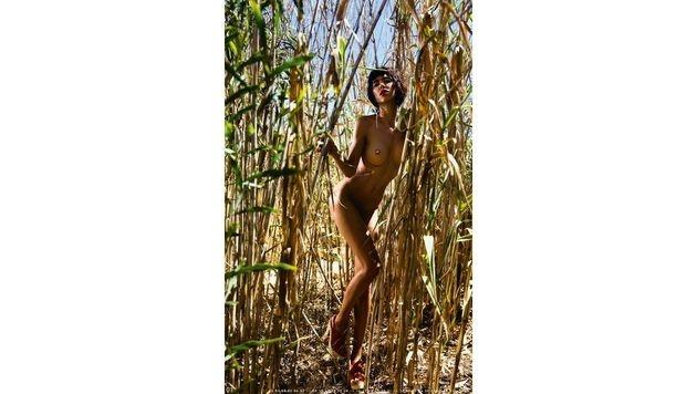 """So sexy zeigt sich Milo Moiré in ihrem Kalender """"Solaris"""". (Bild: Peter Palm/unlimitedmuse)"""