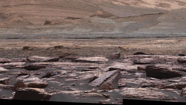 Rover fotografiert auf Mars violette Felsschicht (Bild: NASA/JPL-Caltech/MSSS)