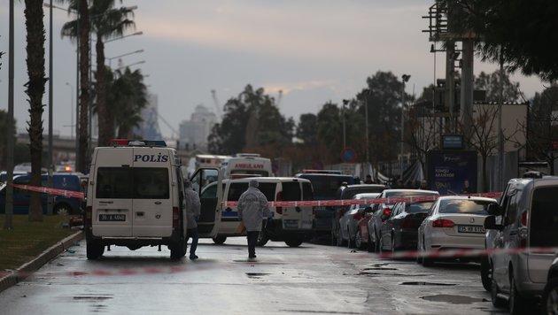 Tote bei Explosion einer Autobombe in Izmir (Bild: APA/AFP/Emre Tazegul)