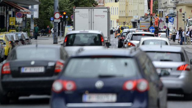Wohnen an großen Straßen erhöht Demenzrisiko (Bild: APA)