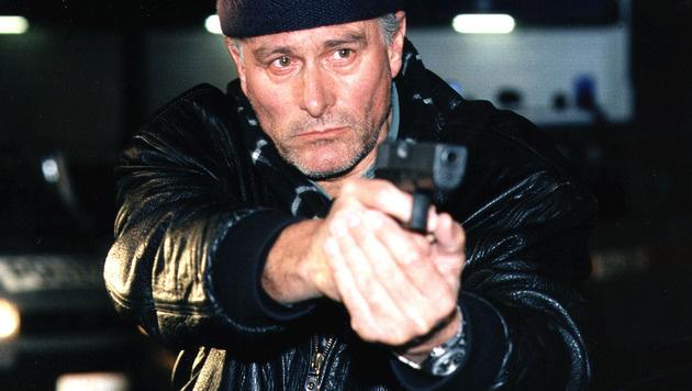 """Klaus Wildbolz bei einem Auftritt in der Krimi-Serie """"Tatort"""" (Bild: ORF/Ali Schafler)"""