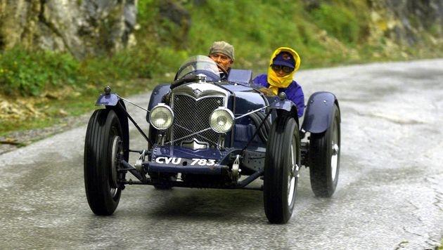 """Klaus Wildbolz mit Beifahrerin Uli Glöckner beim Oldtimerrennen """"Ennstal-Classic"""" (Bild: APA)"""