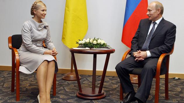 Ein Bild aus besseren Tagen: Timoschenko und Putin (2009) (Bild: ALEXANDER PROKOPENKO/AFP/picturedesk.com)