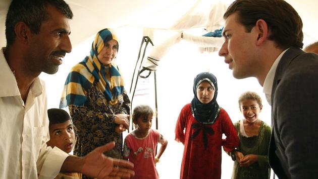 Sebastian Kurz im Gespräch mit Muslimen (Bild: APA/AUSSENMINISTERIUM/DRAGAN TATIC)