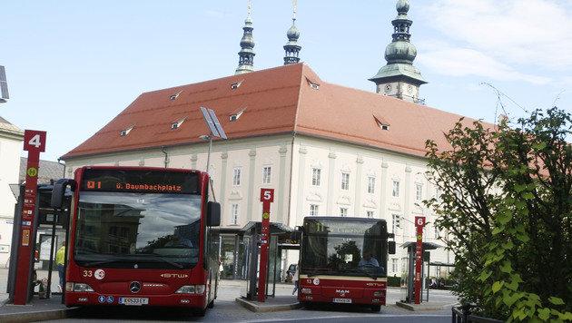 Der Bub wurde mitten am Heiligengeistplatz niedergeschlagen. (Bild: Uta Rojsek-Wiedergut)
