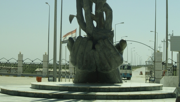 Ein weiteres Denkmal in Chibayish (Bild: Clemens Zavarsky)